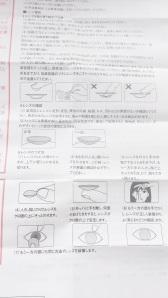 Di dalam box ada kertas penjelasan dan aturan pakai dalam bentuk ilustrasi