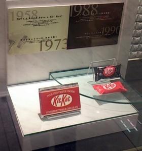 Desain kitkat tahun 1958-1973 (Kertas Putih) 1988-1990 (Kertas coklat)