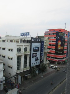 Phnom Penh di pagi hari.