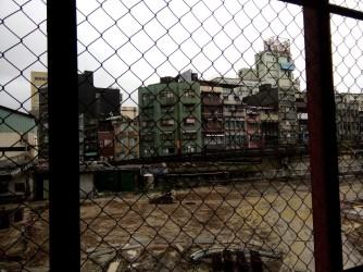Pemandangan dari koridor menuju pintu keluar stasiun Keelung